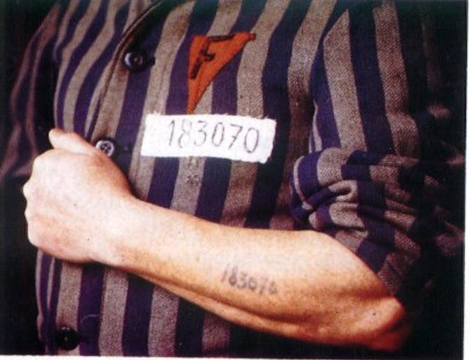 Vaccination Covid 19 et puce sous la peau Bill-gates-tatouage-2